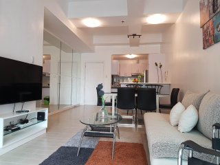 Executive 2BR in Salcedo Village