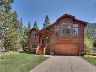Spacious home in Christmas Valley, hot tub, deck with mountain views - Nature's Hideaway, South Lake Tahoe