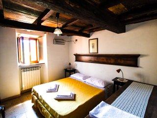 """Casa Vacanze in montagna e Lago appartamento """"Le Dispense' in antico borgo"""