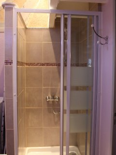 salle de douche rénovée en totalité, tout confort