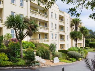 5 West, a modern 2 bed apartment, Falmouth