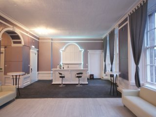 Princes Street Party Palace I 30 Beds Edinburgh Apartments