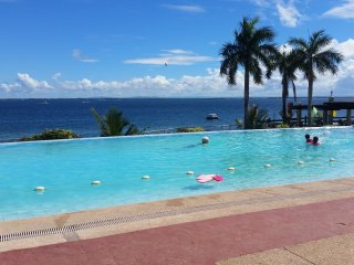 new Lux. 2BR condo-seaview -Beachaccess + 5 pools, Lapu Lapu