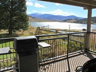 Beautiful 2 Bedroom By The Shores Of Lake Dillon! Clubhouse Access. In Town.