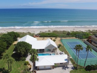 GOLDEN SANDS EMERALD Beachfront Tennis Court Pool, Melbourne Beach