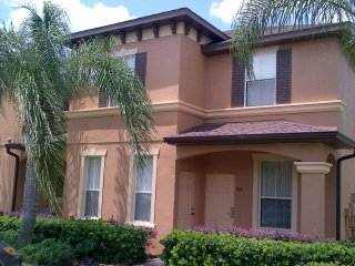 Regal Palms Largest 4 Bedroom End Unit-Sleeps 8, Orlando