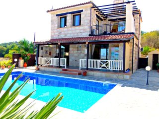 3 Bed Villa Paphos Panoramic Views - Private Pool, Stroumbi