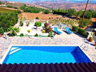 3 Bed Villa-Private Pool -Wifi -Sea/Mountain Views, Stroumbi
