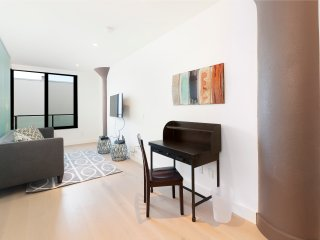 New 2 BD in the Mission w Rooftop Deck and Pool, San Francisco