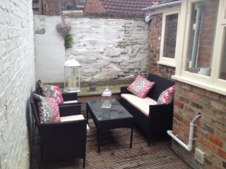 Private Sunny Courtyard Seating Area
