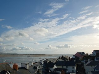 Seascape Apartment with Dovey Estuary views, Aberdyfi (Aberdovey)