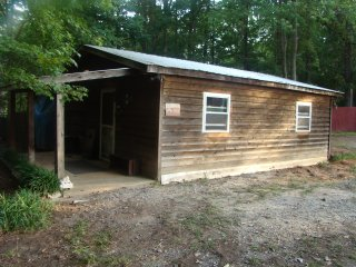 Farm Get Away Cabin at Whispering Hope Farm com, Gastonia