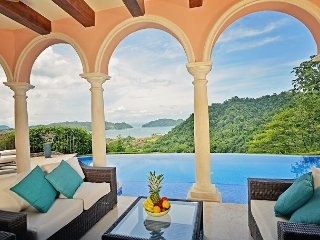 Stunning, 5 bed, 5 bath, private pool, jacuzzi, ocean & rainforest views!