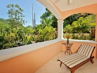 Ground floor, 2000 sq. ft, 3 bed, 2 bath, outdoor dining, rain forest views!