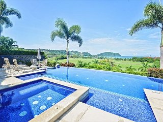 Spacious private home w/unmatched ocean & sunset views- pool & jacuzzi
