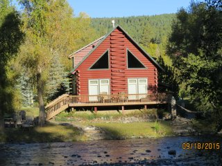 San Juan Riverfront Log Home aka 'The Lazy Bear', Pagosa Springs