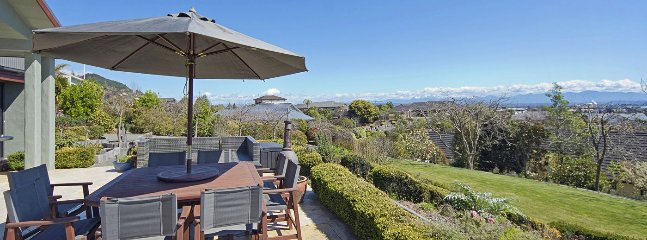 Park Drive - Richmond Holiday Home with Views!