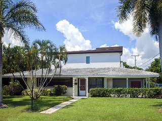 Walk to Beach, Cafes and Live Music from this 3BR, 2BA Delray Beach House