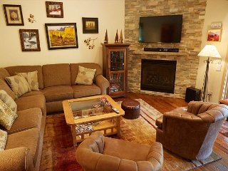 2BR Alpine Condo in Snowmass Village – Ski-in Access, Shared Pool & Hot Tub