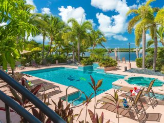 Cameron's Luxury Waterfront Estate with Dockage, Key West