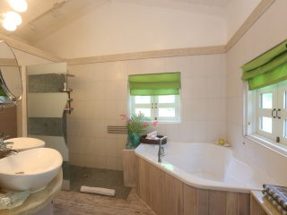 Zatarra House Master Ensuite Bathroom