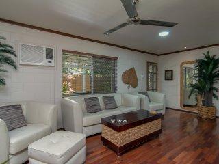 2 br private beach house, spa bath