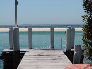 'BY THE SEA' WATERFRONT ACCOMMODATION Jervis Bay *Fantastic Winter Prices*