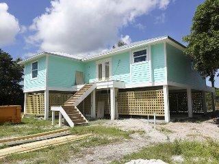 Calypso Tides: Magnificent New Construction 3 BR Pool Home in Golf Community, Isla de Sanibel