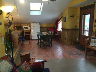 Mistiso's Place- Kokanee Guest Suite, Nelson