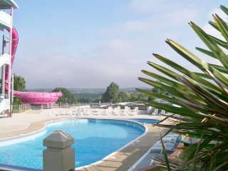 3 VALLEY WAY, COMBE HAVEN HOLIDAY PARK, HASTINGS