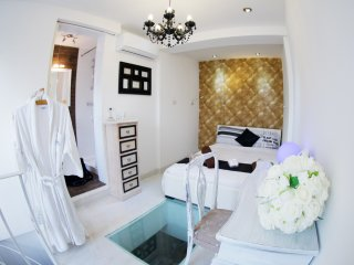 Chic Studio Central - Sleeps 2