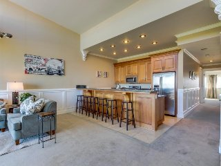 Seaside, dog-friendly home with incredible Pacific Ocean views!, Rockaway Beach