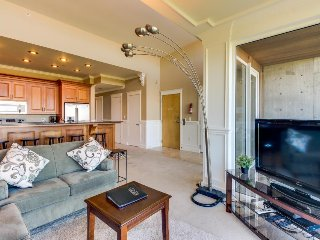 Seaside, dog-friendly home with incredible Pacific Ocean views!