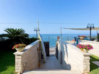 ** Exclusive Luxurios house on the beach ** FREE WI-FI, Trabia