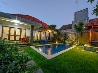 Villa Prada, 2 BR Simple Budget Villa, Seminyak