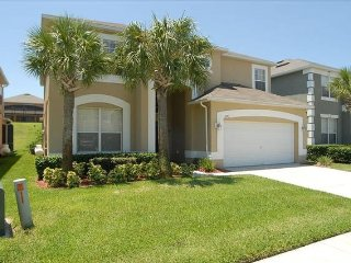 8 BR/4.5BA Luxury Villa with South Facing Pool&Spa, 4 miles away from Disney FL