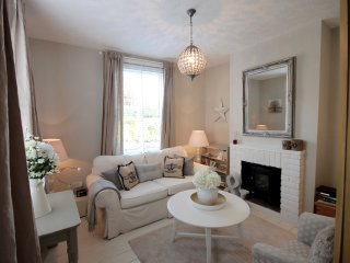 CENTRAL NORWICH LUXURY - 30 yds from Norwich Cathedral Close for upto 6 guests