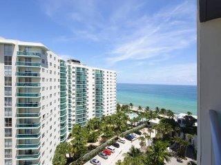 Beach Front - 4 Guests - 12th Floor Ocean View !!, Hollywood