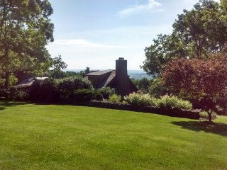 Idyllic Restored 18c cottage, Views! Amenities., Bluemont