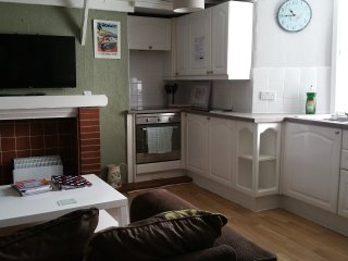 Garden Flat sleeps 4 Child and Pet friendly