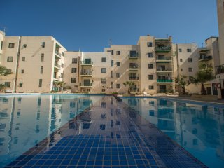New Property Spacious Modern Fully Equip Wi-fi, Bugibba