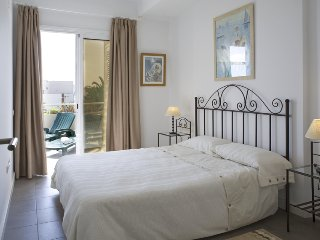 Comfortable and sunny beach apartment, wifi, large terrace, El Poris de Abona