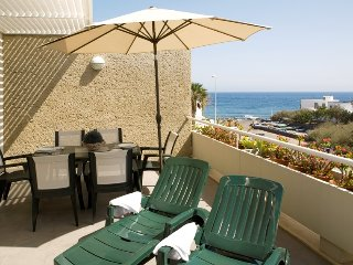 Fantastic beach apartment, fully equipped, wifi, large terrace, El Poris B