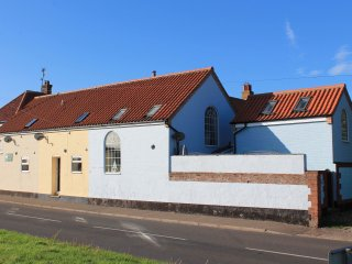 Knot Cottage - Cosy Seaside Cottage, Sleeps 4, Wells-next-the-Sea