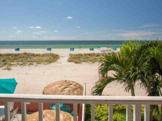 Comfortable Beachfront Studio. Amazing Views from Private Balcony.