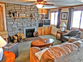 2BR/2BA St. Moritz w/ wood fireplace-Faces Slopes & Village-Corner Unit-NICE!