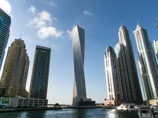The Twisted Cayan #DD2B79, Dubái