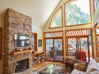 4BR, 3BA Aspen House with Hot Tub, Mountain Views