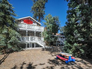 Rustic two-story mountain w/private covered hot tub, wooded surroundings!