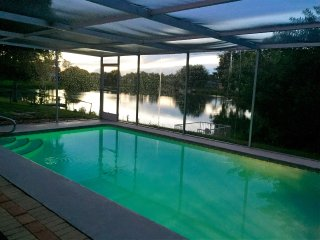 Whispering Lake House-Heated Pool, Wi-Fi, Lakeview